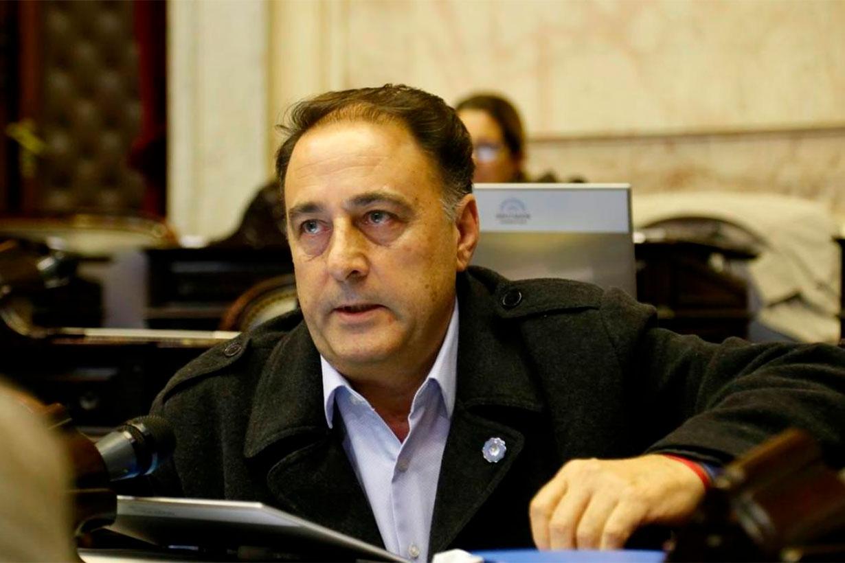 Duras críticas del legislador