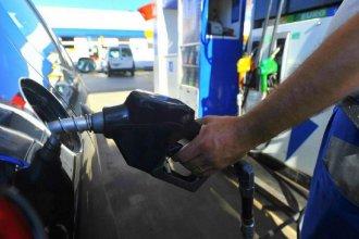 Por tercera vez en medio mes, remarcan precios en los surtidores de combustibles de YPF