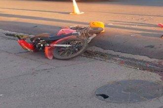 Conductor chocó a una enfermera que circulaba en moto y huyó