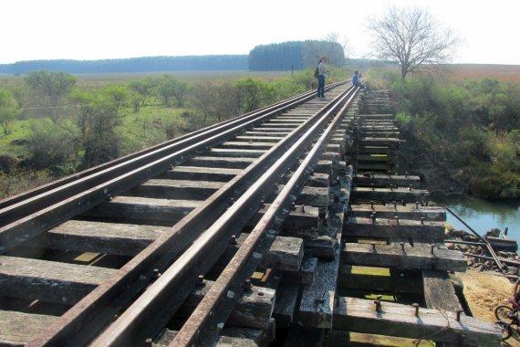 El fenómeno de recorrer vías ferroviarias que generó furor y despertó enojos