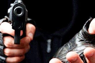 """En una zona """"muy tranquila"""", delincuente sorprendió a punta de pistola a la dueña de una agencia y se llevó 300 mil pesos"""