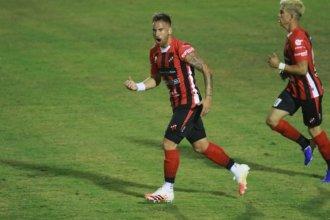 Buena señal para Patronato: Arias debutó y con su gol se metió en un podio
