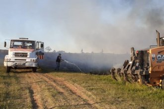 Con camiones municipales, ex intendente combatió un incendio en Concordia