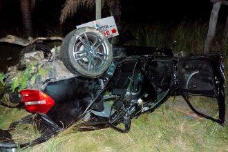 Un joven quedó internado en grave estado tras el vuelco de un automóvil
