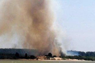 Incendio forestal, descontrolado: Dura lucha contra el viento y las altas temperaturas