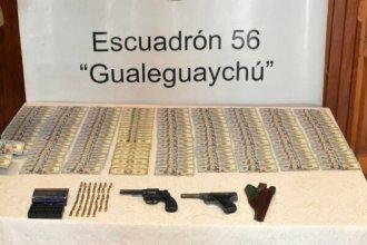 Viajaba en micro por Entre Ríos con armas, municiones y 15 mil dólares