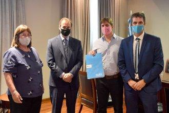 Bordet y Cresto firmaron convenio para obras de saneamiento en San Salvador y Villa Elisa