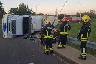 Alcoholemia positiva para un camionero que volcó en la ruta 130