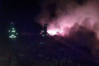 Bomberos trabajaron hasta el amanecer para apagar un incendio en el Ecoparque de Gualeguaychú