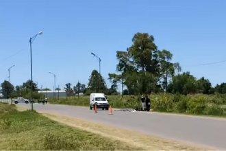 Una mujer que circulaba en moto perdió la vida al impactar contra una camioneta