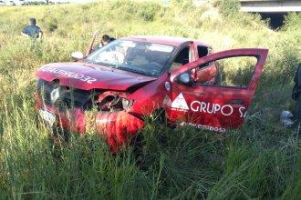 El auto de una empresa de seguridad despistó de la Autovía Artigas