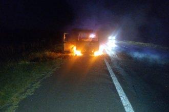 Una camioneta se prendió fuego mientras circulaba por la ruta 14, con destino a una ciudad entrerriana