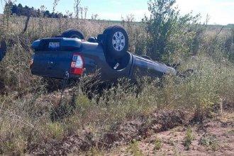 Dos jóvenes protagonizaron un vuelco y despiste en una camioneta