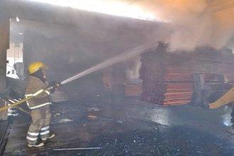 Bomberos combatieron un gran incendio en el Parque Industrial de Concordia