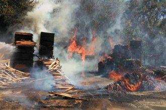 Ardió en llamas un aserradero: más de siete horas para extinguirlas