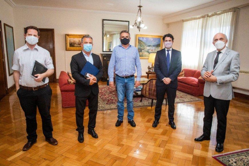 Agustín Rossi recibió al embajador Urribarri.