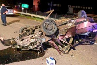 Así de destrozado quedó un auto, tras un violento choque y vuelco en ruta entrerriana