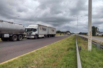 Camiones que iban hacia Buenos Aires fueron demorados en ruta 14 por protesta de transportistas