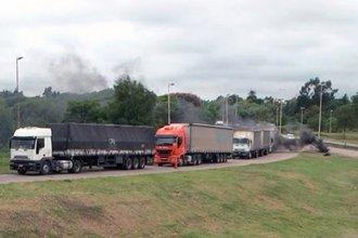 """""""Hasta que haya una respuesta favorable"""": transportistas protestan en el Túnel Subfluvial"""