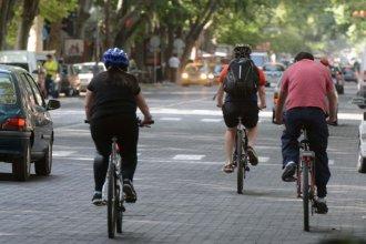 Será obligatorio el uso de casco y luces para circular en bicicleta