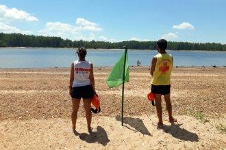 El control de las algas en las playas del perilago quedará a cargo de los guardavidas
