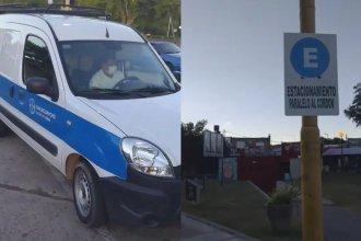 Recibió una multa por estacionar mal, pero escrachó un auto municipal que hizo lo mismo