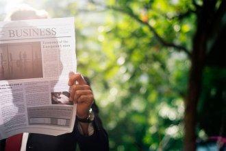 Hombres, poderosos y ricos: el perfil de los lectores de diarios impresos