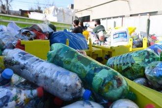 """""""Botellas de amor"""": una ciudad entrerriana promueve el reciclaje de plásticos de un solo uso"""