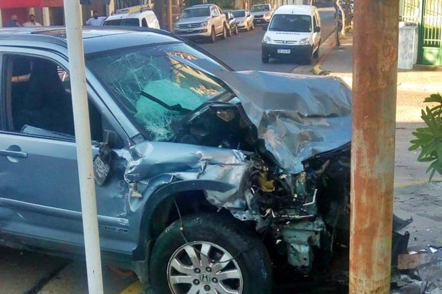 Así quedó una de las camionetas del accidente.