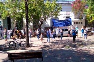 Con pancartas, salieron a la calle a reclamar por falta de protocolos, vacunas y salarios dignos