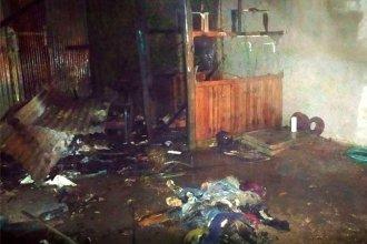 Una antigua instalación eléctrica en el galpón de una casa provocó un grave incendio