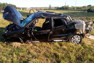 Dos personas fueron hospitalizadas tras el vuelco de una camioneta: el conductor se quedó dormido