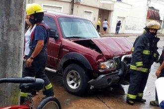 Bomberos debieron rescatar a un hombre, tras violento choque en plena Gualeguaychú