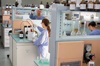 Firmaron acuerdo para que un laboratorio argentino produzca la vacuna Sputnik V