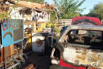 ¿Incendio intencional en la vereda de un merendero?: se quemó un auto e investigan posible conflicto entre vecinos
