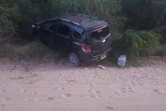 Cinco personas fueron hospitalizadas, tras el vuelco de un vehículo