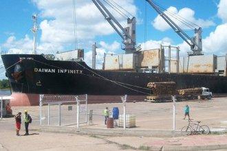 """Retoman la actividad en el puerto de """"La Histórica"""": inician la carga del Daiwan Infinity"""