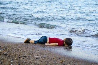 El día en que la terrible foto del niño ahogado en el Mar Egeo volvió a ser noticia