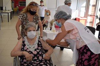 Harán jornada especial de vacunación sin turno para mayores de 75 años