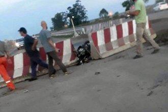 Joven motociclista falleció al chocar en el nuevo puente de la autovía 18