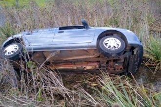 Dos mujeres y una beba, accidentadas tras perder el control del auto
