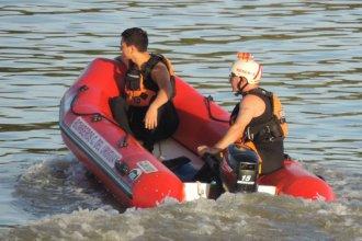 Con la colaboración de buzos y bomberos voluntarios, continúa la búsqueda del joven que cayó al arroyo Yerúa
