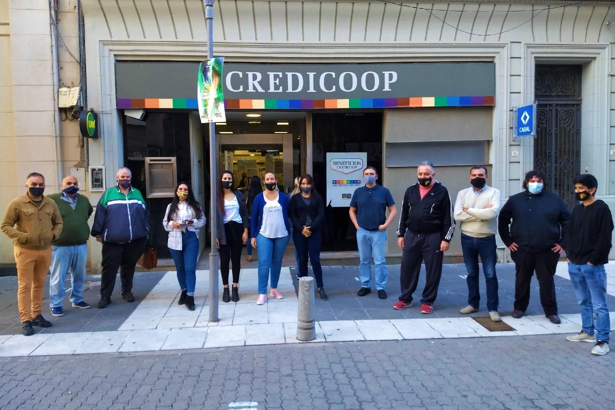 Los trabajadores de El Sol, hoy en Credicoop.