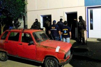 Noche de allanamientos terminó con 3 detenidos por trata de menores, entre ellos la madre de las víctimas