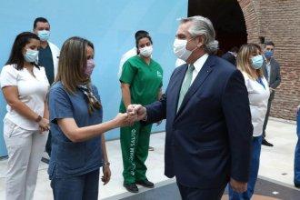 """Tras la polémica por el """"relajamiento"""", Fernández anunció un bono de $6.500 para el personal de Salud"""