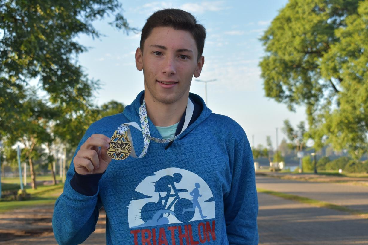 Eduardo Pelichero, campeón en categoría 20 a 24.