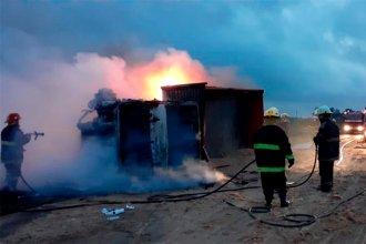 Camión cargado con arena volcó en ruta entrerriana y se incendió