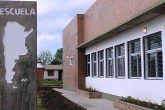 """Una escuela de Entre Ríos, sin teléfono ni internet: """"Se nos hace imposible cubrir los gastos"""""""
