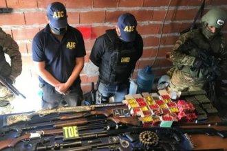 Detuvieron a tres policías, acusados de integrar banda que vende armas en Rosario y Entre Ríos