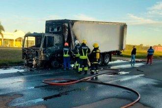 Por un desperfecto técnico, ardió en llamas en plena ruta 14